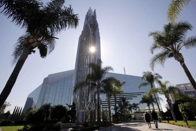 Crystal Cathedral Megachurch Founder, Dies