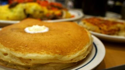 Celebrate National Pancake Day With Free Flapjacks and 5 Other Sweet Deals